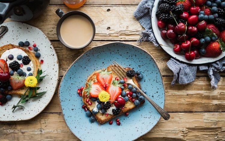 фрукты, ежевика, клубника, тосты, кофе, черешня, хлеб, ягоды, черника, завтрак, fruit, blackberry, strawberry, toast, coffee, cherry, bread, berries, blueberries, breakfast