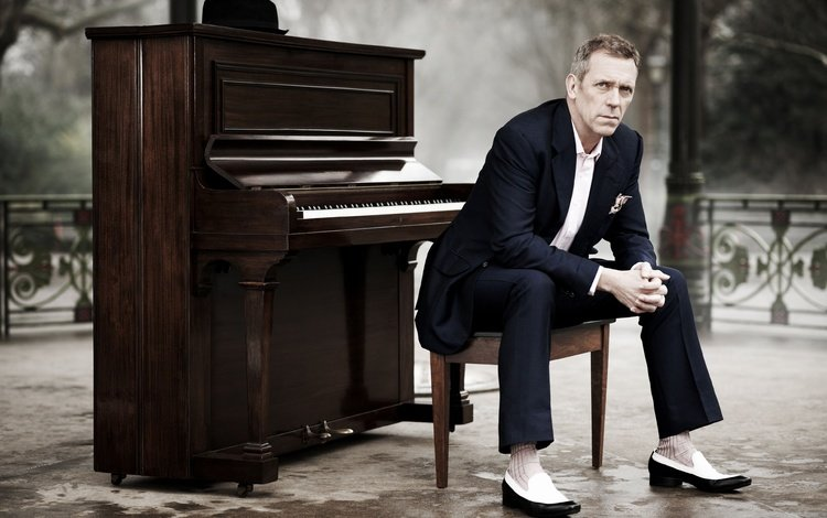 look, actor, face, hugh laurie, piano