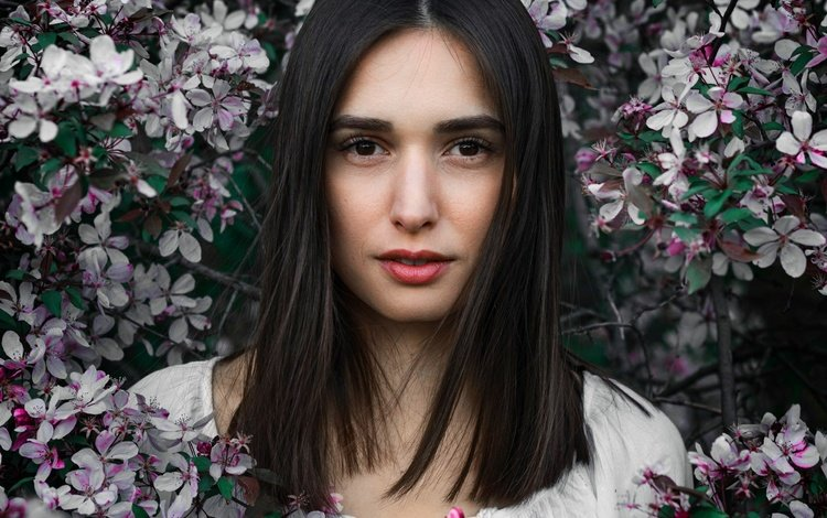 цветы, весна, цветение, макияж, девушка, портрет, брюнетка, ветки, взгляд, сад, flowers, spring, flowering, makeup, girl, portrait, brunette, branches, look, garden