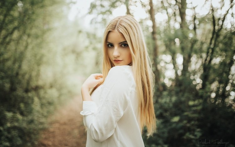 деревья, в белом, платье, на природе, поза, блондинка, взгляд, тропинка, модель, макияж, trees, in white, dress, nature, pose, blonde, look, path, model, makeup