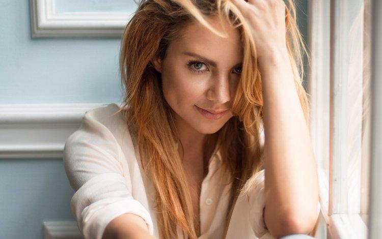 hand, girl, smile, look, hair, face, singer, maksim, marina maksimova