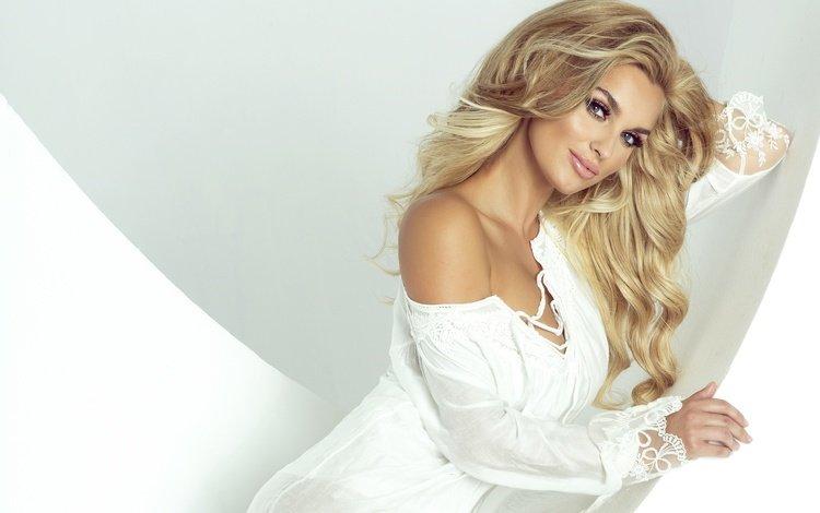 стиль, девушка, блондинка, взгляд, модель, макияж, прическа, ресницы, style, girl, blonde, look, model, makeup, hairstyle, eyelashes