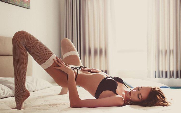 поза, модель, ножки, чулки, волосы, нижнее белье, закрытые глаза, в постели, pose, model, legs, stockings, hair, underwear, closed eyes, in bed