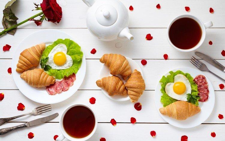 напиток, чай, завтрак, колбаса, выпечка, круассаны, яичница, нарезка, drink, tea, breakfast, sausage, cakes, croissants, scrambled eggs, cutting