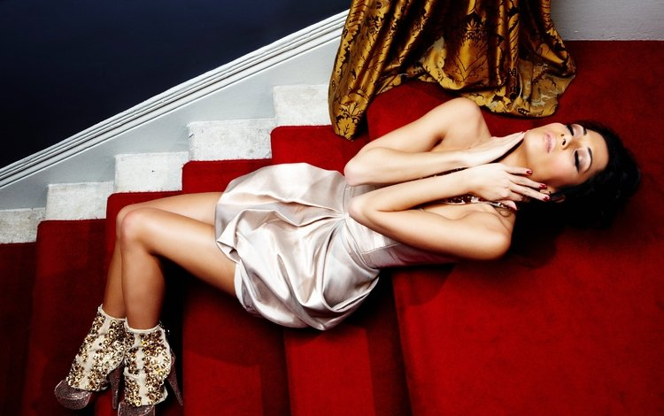 ladder, steps, girl, dress, brunette, music, singer, nicole scherzinger, closed eyes