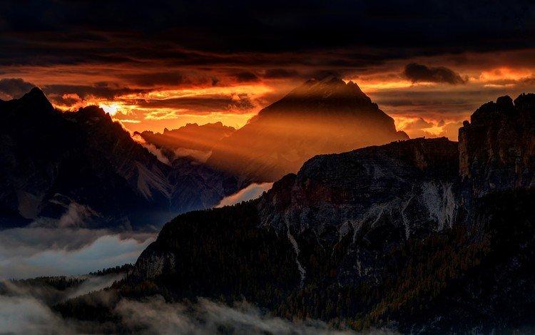 горы, природа, пейзаж, туман, солнечные лучи, альпы, доломиты, mountains, nature, landscape, fog, the sun's rays, alps, the dolomites