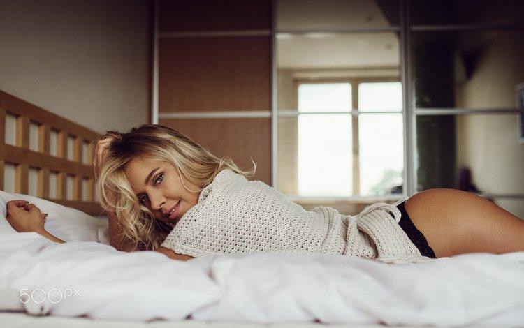 девушка, в постели, блондинка, tomash masojc, улыбка, попа, трусики, модель, голубые глаза, позирует, girl, in bed, blonde, median income is only masojc, smile, ass, panties, model, blue eyes, posing