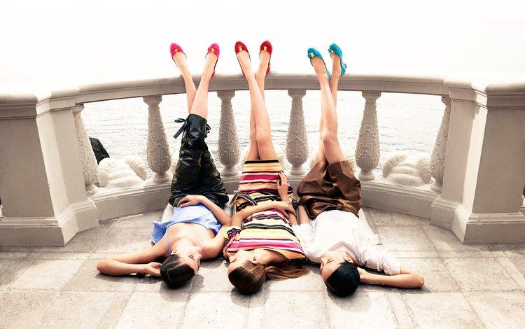 девушки, закрытые глаза, ноги, высокие каблуки, балкон, модели, азиатки, фотосессия, длинные волосы, лежа, girls, closed eyes, feet, high heels, balcony, model, asian girls, photoshoot, long hair, lying