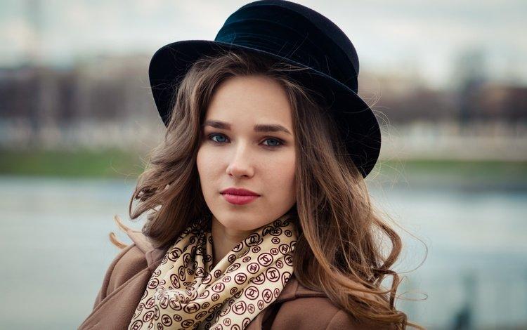 девушка, шляпа, настроение, пальто, портрет, город, взгляд, модель, лицо, ветер, girl, hat, mood, coat, portrait, the city, look, model, face, the wind