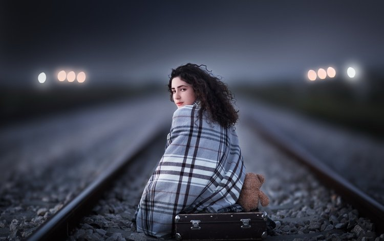 железная дорога, чемодан, рельсы, девушка, взгляд, мишка, игрушка, волосы, лицо, railroad, suitcase, rails, girl, look, bear, toy, hair, face