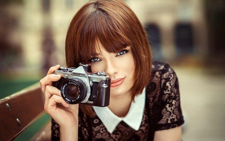 девушка, лицо, портрет, камера, взгляд, lods franck, olympus, модель, фотоаппарат, волосы, скамейка, фотограф, girl, face, portrait, camera, look, model, the camera, hair, bench, photographer