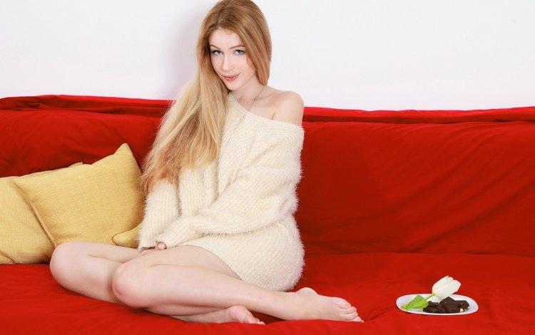 девушка, свитер, подушки, marianna merkulova, xana d, фон, взгляд, модель, плечи, ножки, диван, girl, sweater, pillow, background, look, model, shoulders, legs, sofa