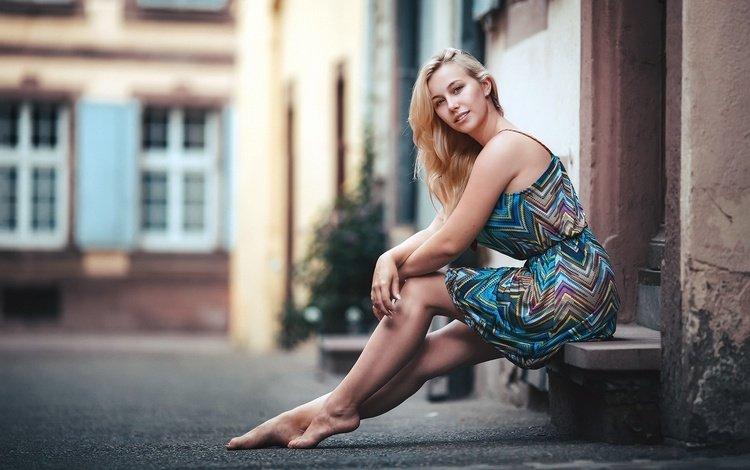 девушка, платье, блондинка, улица, ноги, сидя, босиком, kerstin, girl, dress, blonde, street, feet, sitting, barefoot