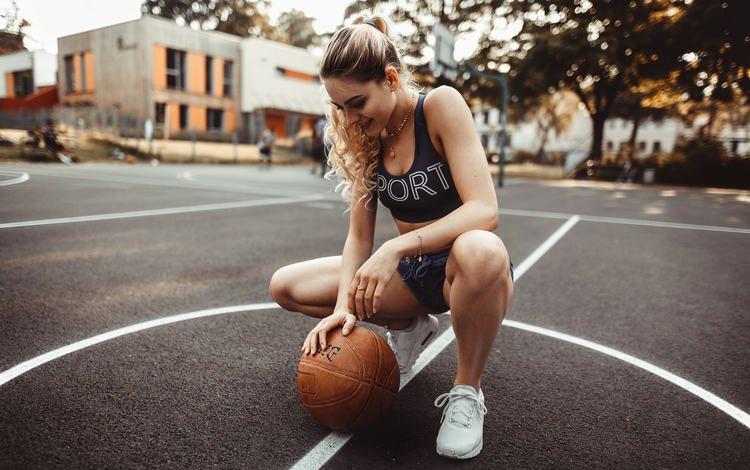 девушка, баскетбол, поза, площадка, блондинка, jonas jäschke, мяч, майка, шорты, кроссовки, фотосессия, girl, basketball, pose, playground, blonde, the ball, mike, shorts, sneakers, photoshoot