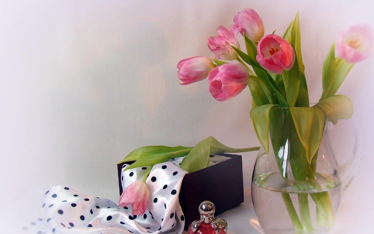 цветы, тюльпаны, кувшин, духи, шарф, коробочка, flowers, tulips, pitcher, perfume, scarf, box