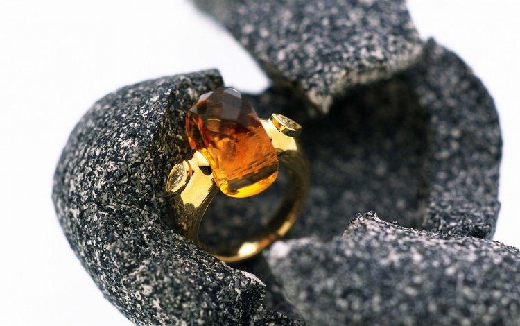 кольцо, белый фон, кварц, чехол, ring, white background, quartz, case