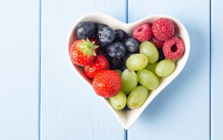 виноград, малина, сердечко, клубника, ягоды, черника, grapes, raspberry, heart, strawberry, berries, blueberries