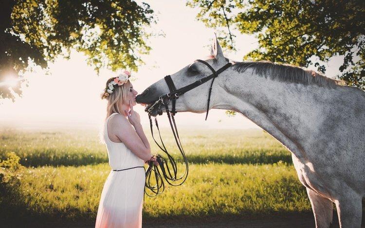 лошадь, деревья, девушка, платье, блондинка, лето, конь, грива, венок, wreath, horse, trees, girl, dress, blonde, summer, mane