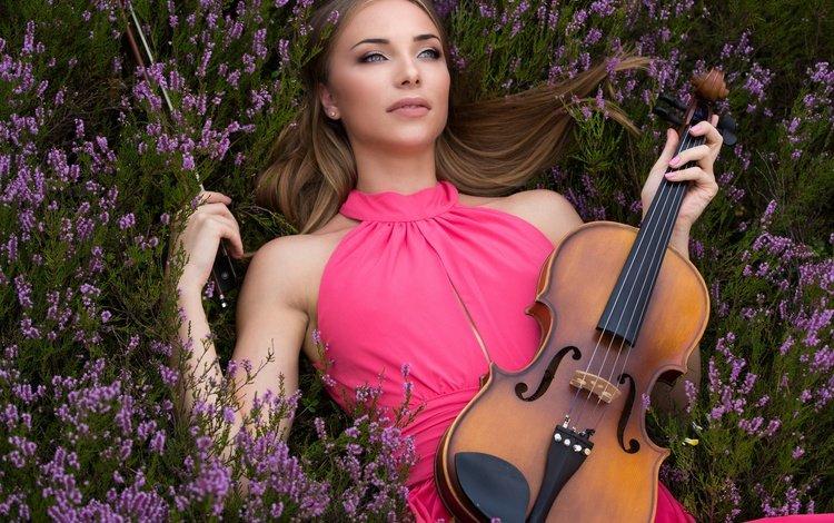 цветы, девушка, настроение, скрипка, взгляд, вереск, flowers, girl, mood, violin, look, heather