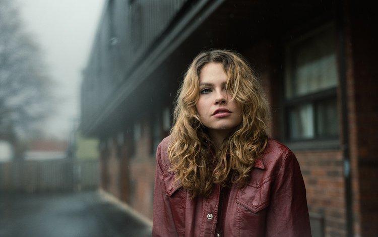девушка, поза, город, взгляд, дождь, волосы, лицо, кожаная куртка, girl, pose, the city, look, rain, hair, face, leather jacket