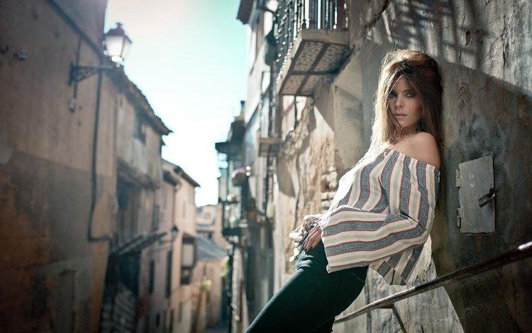стиль, переулок, девушка, блузка, поза, natalia ostrofsky, взгляд, улица, модель, волосы, лицо, style, lane, girl, blouse, pose, look, street, model, hair, face
