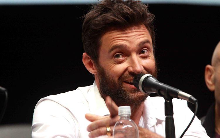 улыбка, интервью, микрофон, взгляд, актёр, лицо, мужчина, хью джекман, знаменитость, smile, interview, microphone, look, actor, face, male, hugh jackman, celebrity