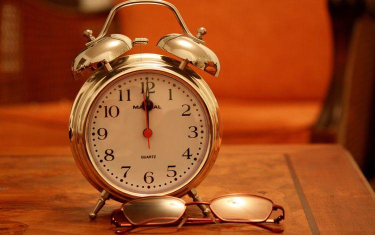очки, часы, время, стрелки, будильник, glasses, watch, time, arrows, alarm clock