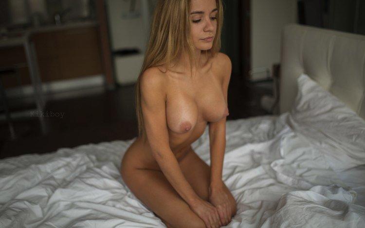 блондинка, сидит, кровать, голая, blonde, sitting, bed, naked