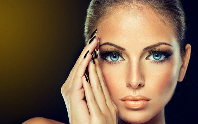 девушка, макияж, портрет, ресницы, взгляд, маникюр, модель, волосы, лицо, руки, голубые глаза, girl, makeup, portrait, eyelashes, look, manicure, model, hair, face, hands, blue eyes