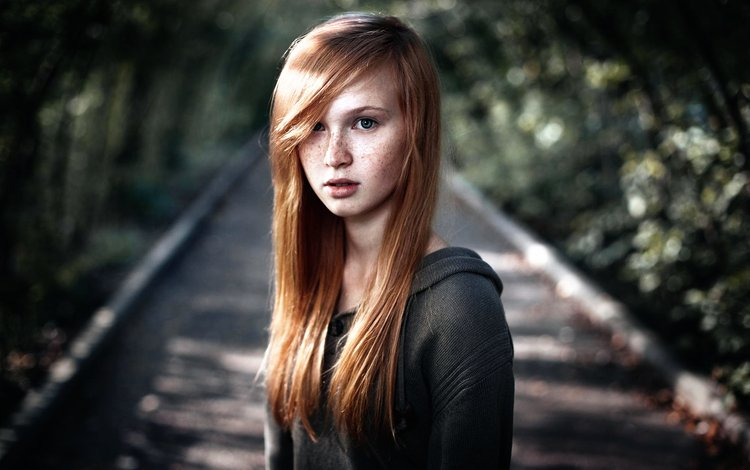 девушка, длинные волосы, портрет, солнечный лучик, взгляд, рыжая, модель, лицо, веснушки, фотосессия, girl, long hair, portrait, a ray of sunshine, look, red, model, face, freckles, photoshoot