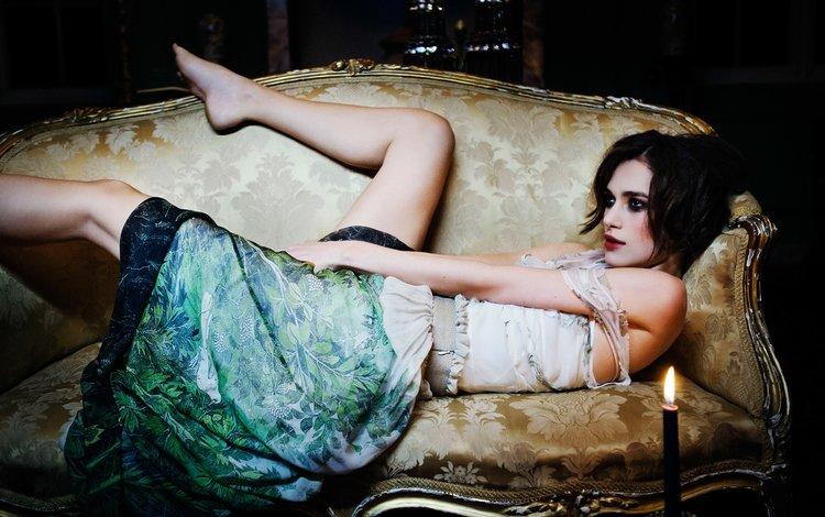 поза, брюнетка, ножки, актриса, свеча, диван, кира найтли, pose, brunette, legs, actress, candle, sofa, keira knightley