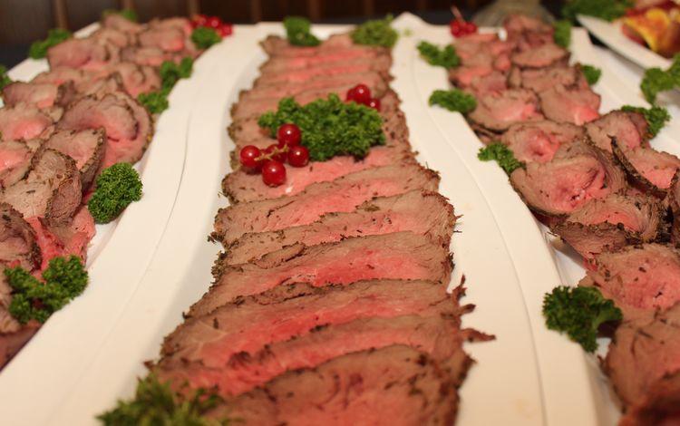 зелень, ягода, мясо, закуска, нарезка, говядина, фуршет, greens, berry, meat, appetizer, cutting, beef, buffet