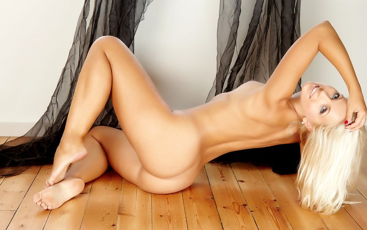 Sexy blond pussy galery
