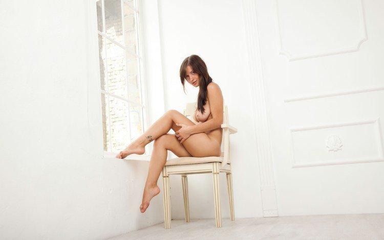 девушка, голая, взгляд, стул, сидит, волосы, лицо, окно, макияж, girl, naked, look, chair, sitting, hair, face, window, makeup
