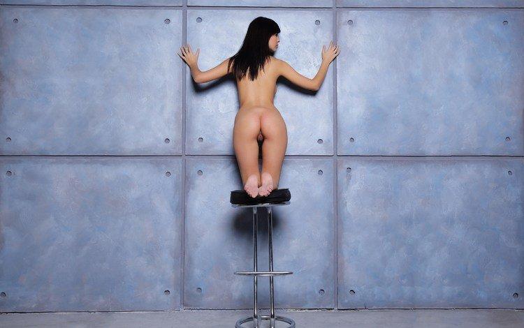 девушка, zelda b, стена, стул, модель, спина, голая, попка, на коленях, girl, wall, chair, model, back, naked, ass, on my knees