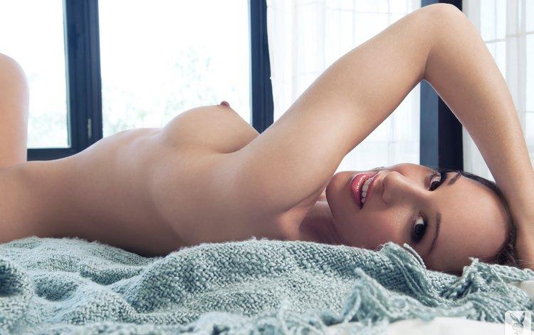 девушка, chelsie lorainenude, улыбка, взгляд, модель, лицо, кровать, голая, лежа, girl, smile, look, model, face, bed, naked, lying