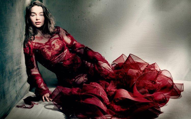 девушка, комната, сидит, красное платье, фотосессия, vogue, эмилия кларк, girl, room, sitting, red dress, photoshoot, emilia clarke