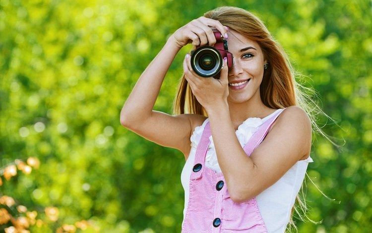 природа, камера, девушка, настроение, улыбка, взгляд, фотоаппарат, волосы, лицо, nature, camera, girl, mood, smile, look, the camera, hair, face