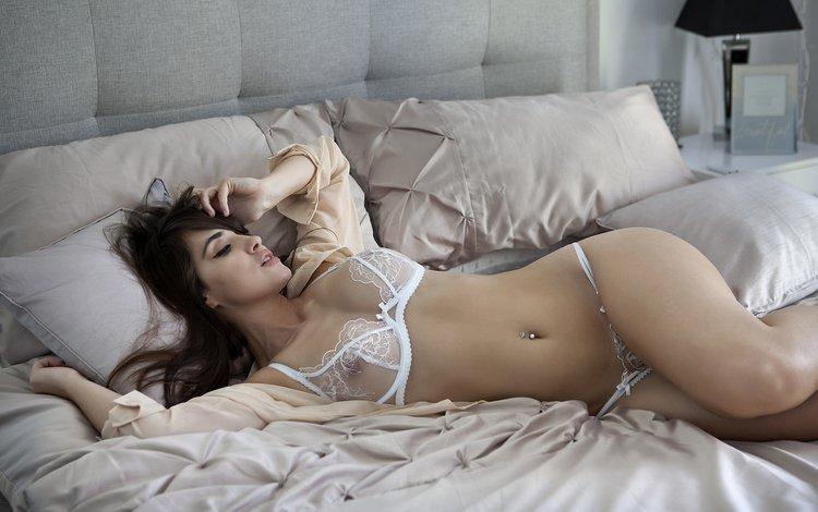 девушка, брюнетка, модель, белье, в постели, girl, brunette, model, linen, in bed