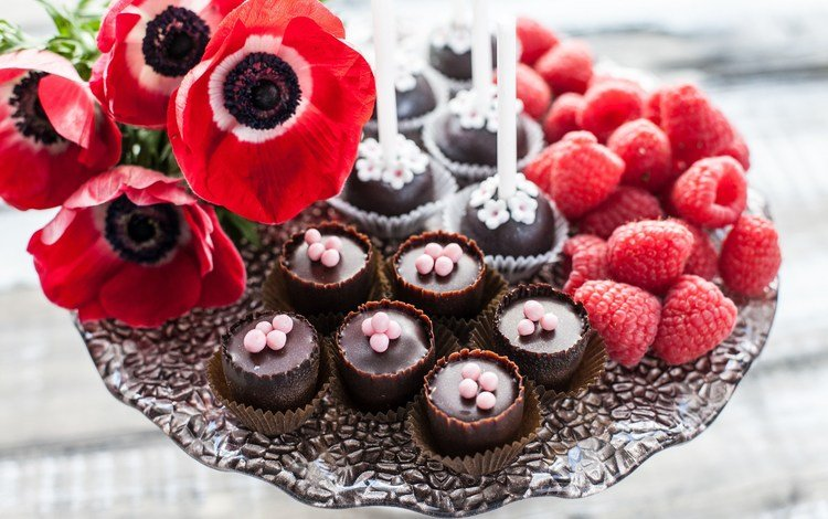 flowers, raspberry, candy, maki, berries, chocolate, sweet, dessert