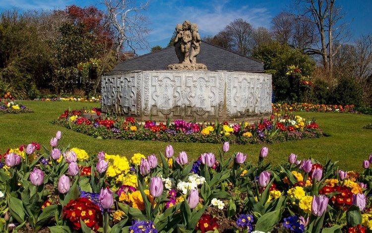 цветы, солнечно, деревья, уэльс, парк, botanic gardens, swansea, великобритания, сад, тюльпаны, скульптура, газон, flowers, sunny, trees, wales, park, uk, garden, tulips, sculpture, lawn