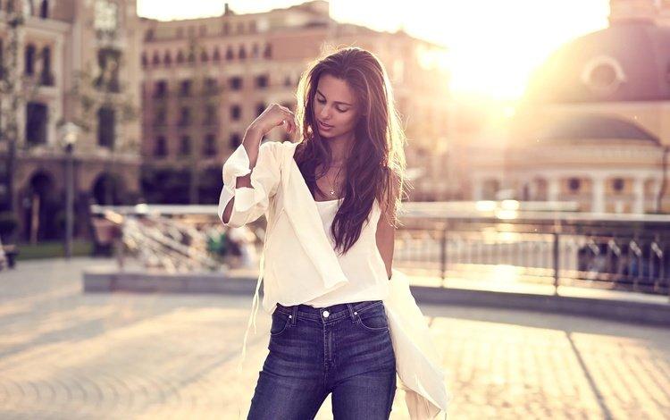 девушка, lifestyle, bedros pictures, город, golden hour, модель, джинсы, волосы, лицо, локоны, блузка, girl, the city, model, jeans, hair, face, curls, blouse