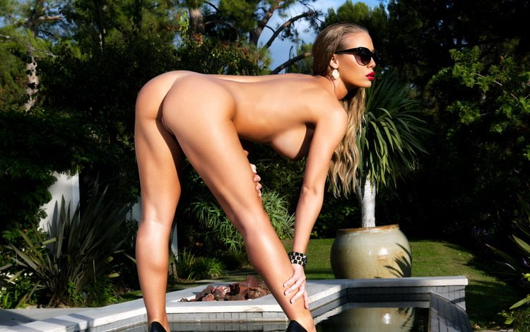 nature, pose, glasses, model, naked, nicole aniston