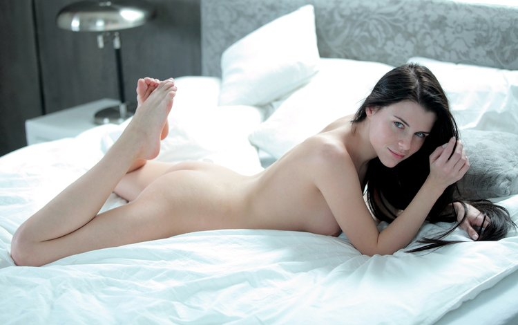 brunette, back, nude, ass, in bed