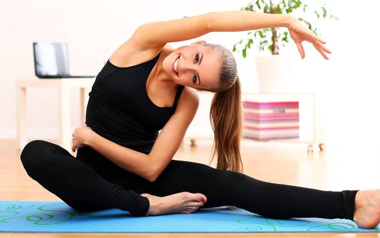 девушка, тренировки, улыбка, модель, растяжка, фитнес, спортивная одежда, йога, гимнастика, girl, workout, smile, model, stretching, fitness, sports wear, yoga, gymnastics