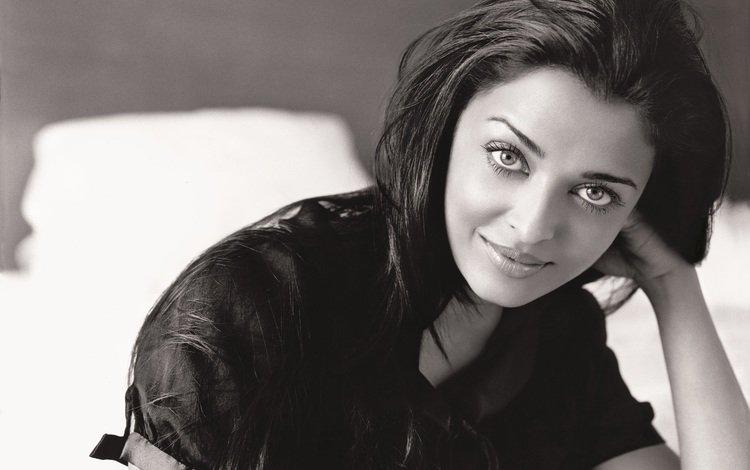 девушка, айшвария рай, улыбка, брюнетка, взгляд, чёрно-белое, волосы, лицо, актриса, girl, aishwarya rai, smile, brunette, look, black and white, hair, face, actress