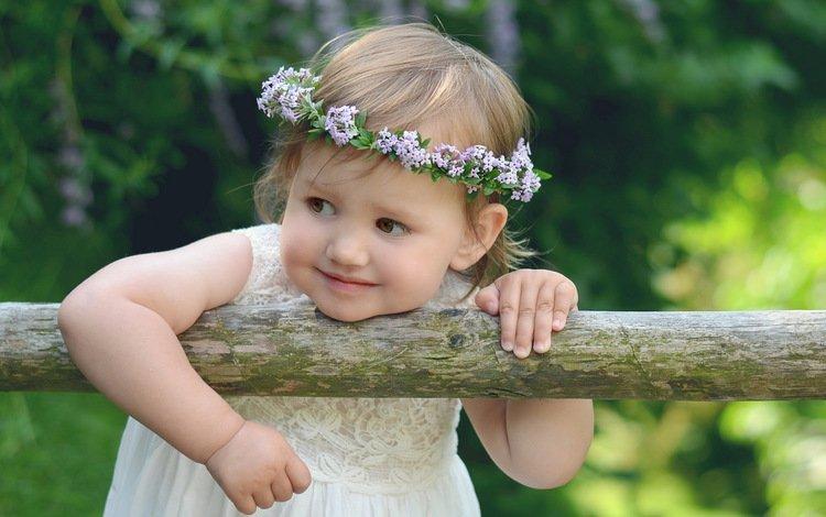 цветы, руки, платье, венок, взгляд, дети, девочка, волосы, лицо, ребенок, flowers, hands, dress, wreath, look, children, girl, hair, face, child