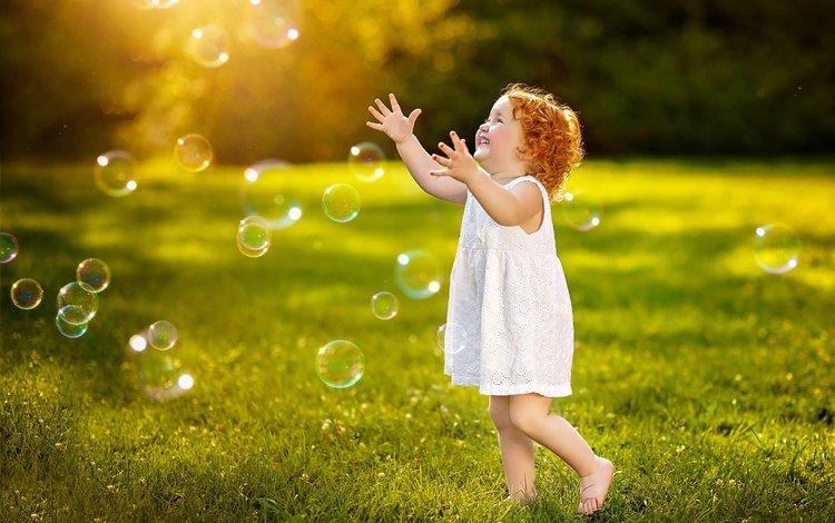 платье, улыбка, дети, девочка, луг, игра, ребенок, мыльные пузыри, dress, smile, children, girl, meadow, the game, child, bubbles