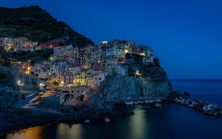 ночь, лигурийское побережье, огни, скалы, море, дома, италия, манарола, чинкве-терре, night, the ligurian coast, lights, rocks, sea, home, italy, manarola, cinque terre