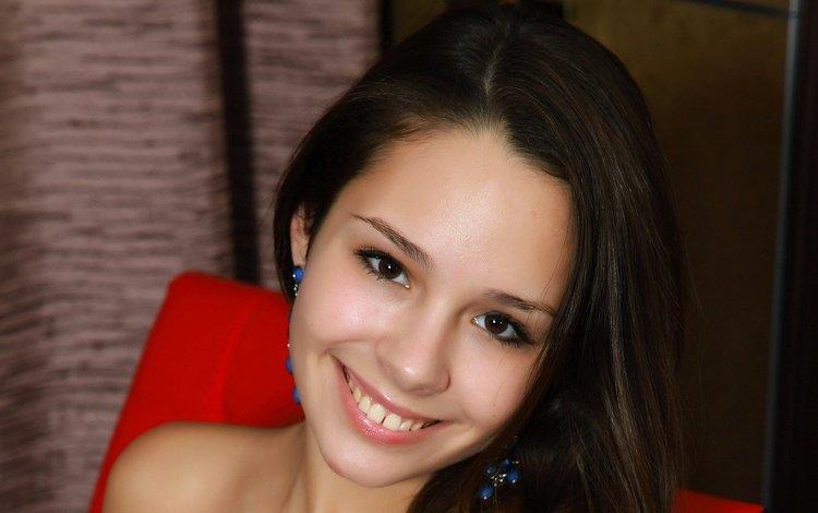 девушка, emmy, улыбка, взгляд, модель, волосы, лицо, сёрьги, alma, arina f, girl, smile, look, model, hair, face, earrings